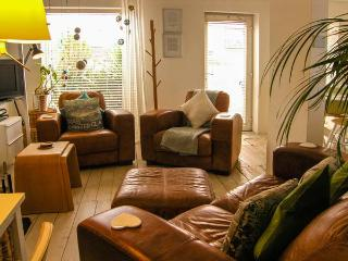 DRIFTWOOD, pet-friendly, with a woodburner and WiFi, in Rhosneigr, Ref 4196 - Rhosneigr vacation rentals