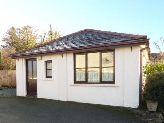 CLOVER COTTAGE, country holiday cottage, with a garden in Clarbeston Road, Ref 4202 - Haverfordwest vacation rentals