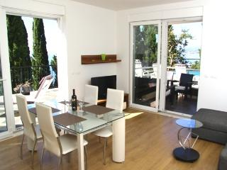 One-bedroom with balcony next to the pool - Cavtat vacation rentals