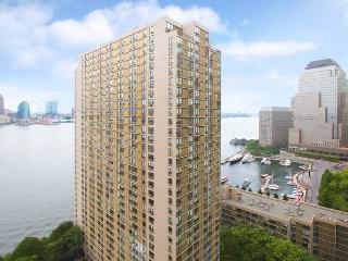 Amazing water view from high floor by Wallstreet - New York City vacation rentals