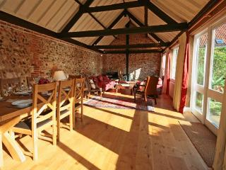 Comfortable 4 bedroom Great Bircham Barn with Internet Access - Great Bircham vacation rentals