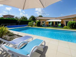 Maison proche Bordeaux  avec Piscine proche océan - Saint-Aubin-De-Medoc vacation rentals