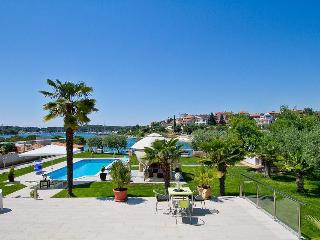 Villa Contessa seafront 5m - Pjescana Uvala vacation rentals