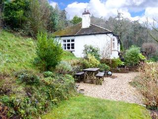IVYBANK, detached, single-storey, woodburner, open fire, enclosed garden, sea views, near Porlock, Ref 29170 - Porlock vacation rentals
