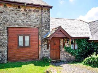 OAK COTTAGE, four poster en-suite bedroom, woodburner, play area, enclosed garden, pet-friendly cottage near North Molton, Ref. 916096 - North Molton vacation rentals