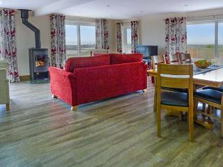 SPINDRIFT, detached beachfront cottage, all ground floor, en-suites, WiFi, woodburner, in Southerness, Ref 919273 - Dumfries & Galloway vacation rentals