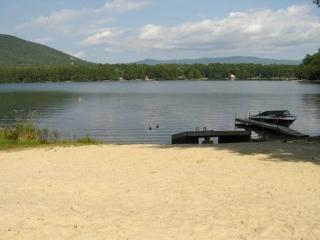 Peaceful Vacation Rental on Small Beautiful Lake Kanasatka (STI9Wf) - Moultonborough vacation rentals