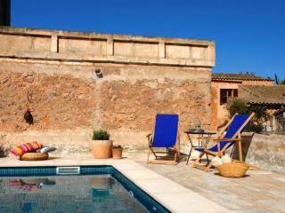 Rustic Mallorcan House in Southeast Mallorca - Campos vacation rentals