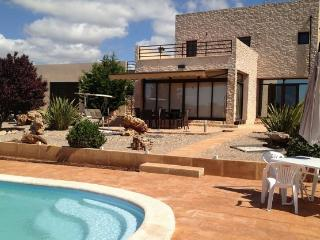 Modern and Comfortable 3 Bedroom House with Pool - Campos vacation rentals