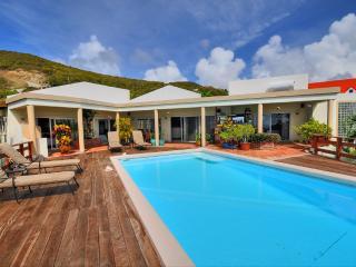Cozy Villa with Deck and Internet Access - Dawn Beach vacation rentals