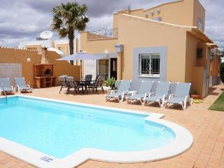 VILLA NETOS - 3 BEDROOM W/ INTERNET ACESS - Albufeira vacation rentals