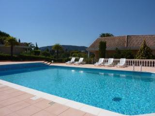 """MANDELIEU - Mini """"house"""" with fantastic view - Mandelieu La Napoule vacation rentals"""