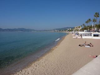 Cannes - Top floor 3-bedroom apartment - Cannes vacation rentals