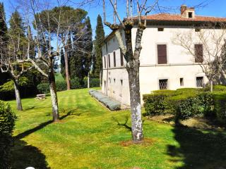 Nice House with Central Heating and Satellite Or Cable TV - Asciano vacation rentals