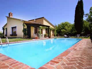 Nice House with Tennis Court and Central Heating - Monteriggioni vacation rentals