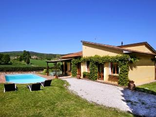 3 bedroom Villa in Monteriggioni, Siena and surroundings, Tuscany, Italy : ref 2293931 - Tognazza vacation rentals