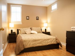 Upscale 3 Bedroom Townhome w/Parking - Toronto vacation rentals