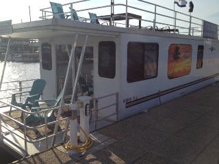 2 bedroom Houseboat with Deck in Montgomery - Montgomery vacation rentals