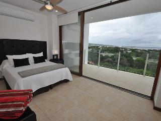 Bright 2 bedroom La Cruz de Huanacaxtle Condo with Water Views - La Cruz de Huanacaxtle vacation rentals