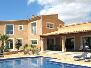 Villa with pool 2.5 km from the natural park of Es - Campos vacation rentals