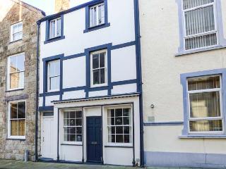 PORTH YR AUR BACH, family friendly in Caernarfon, Ref 2744 - Caernarfon vacation rentals