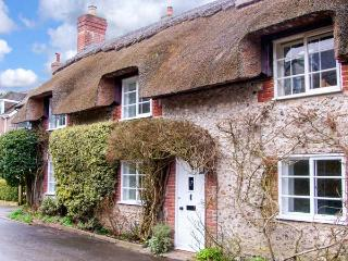 LITTLE THATCH, Grade II listed, charming, character thatched cottage, in Cerne Abbas, Ref. 919056 - Dorset vacation rentals