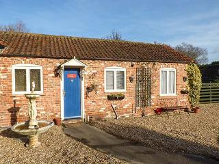 CHURCH VIEW COTTAGE, all ground floor, ample off road parking, garden, in Burgh le Marsh, Ref 921014 - Lincolnshire vacation rentals