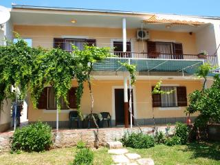 Apartments - Lile 1 Vinišće - Vinisce vacation rentals