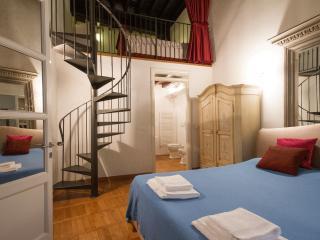 Piazza Signoria Mezzanine Apartment - Florence vacation rentals