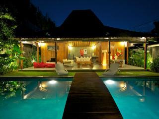 SEMINYAK 4 Bedroom Villa - Eat St - Oberoi - jj - Bali vacation rentals