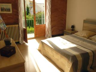 Cozy 3 bedroom Saint-Tropez Apartment with Parking Space - Saint-Tropez vacation rentals