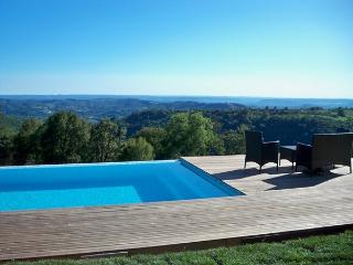 Comfortable Condo with Deck and Internet Access - Beaulieu-sur-Dordogne vacation rentals
