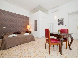 Comfortable 3 bedroom Rome Apartment with Internet Access - Rome vacation rentals