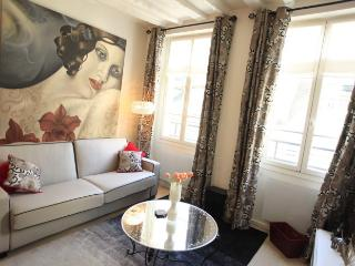 Le Bien Illuminé - Featured on HouseHunters! - Paris vacation rentals