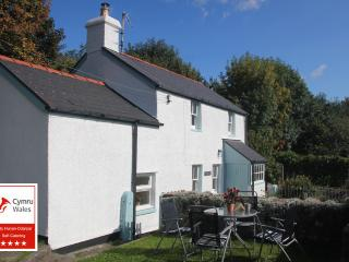 2 bedroom Cottage with Internet Access in Llangynidr - Llangynidr vacation rentals