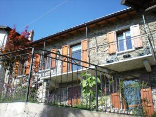 Charming cottage apartment with garden + WiFi - Plesio vacation rentals