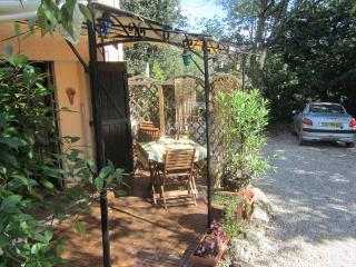 Arc-en-Provence  Mimosa Studio - Lorgues vacation rentals