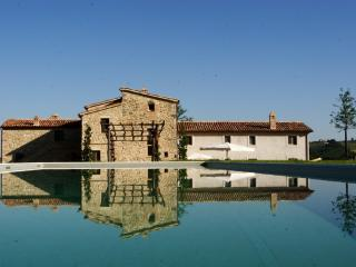 Casarciccia - country house with swimming pool - Todi vacation rentals