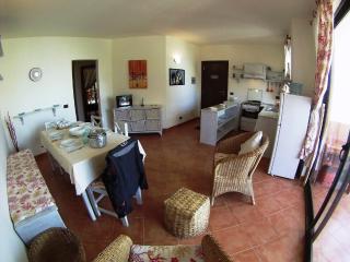 Patio Antigo 104 Centrale con 2 camere e Piscina - Santa Maria vacation rentals