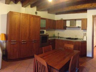 Romantic 1 bedroom Lecco Apartment with Central Heating - Lecco vacation rentals