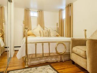 COZY 2 BEDROOM SLEEPS 5 - Staten Island vacation rentals
