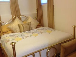 Cozy House with Internet Access and Refrigerator - Staten Island vacation rentals