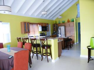 Cozy 3 bedroom Vacation Rental in Saint Ann's Bay - Saint Ann's Bay vacation rentals