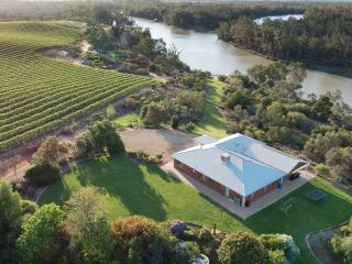 Gorgeous House with A/C and Outdoor Dining Area - Renmark vacation rentals