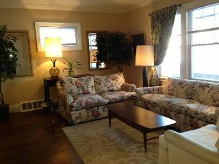 7 minutes from Cleveland Clinic: Rex1 - Cleveland Heights vacation rentals