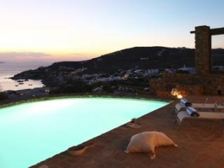 Glorious 3 Bedroom Villa in Agios Ioannis - Roda vacation rentals