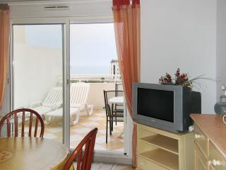 Modern flat in the seaside resort town of Cap d'Agde, Languedoc-Roussillon, w/ balcony and sea views - Agde vacation rentals