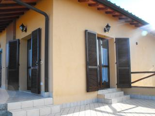 Romantic 1 bedroom Contignano Apartment with Shared Outdoor Pool - Contignano vacation rentals