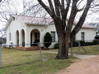 Beautiful 2 bedroom House in Luckenbach - Luckenbach vacation rentals