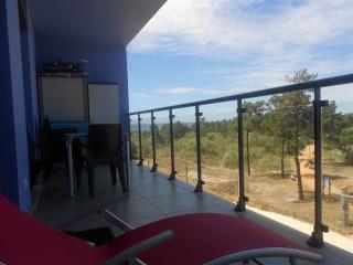 Algarve Beach T2 varanda para o azul e verde - Monte Gordo vacation rentals